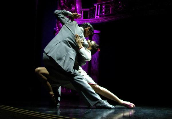 Esquina Carlos Gardel Cena Show pareja de tango pose final