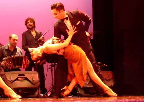 Piazzolla Tango cena show pose final