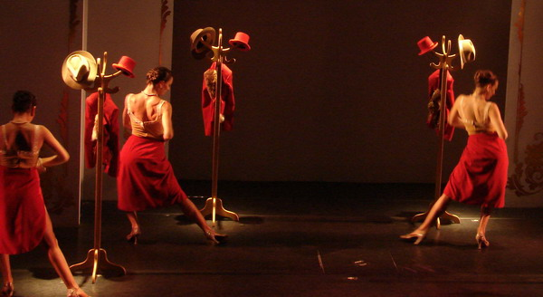 Cafe de los Angelitos Tango show Buenos Aires sensual female choreography