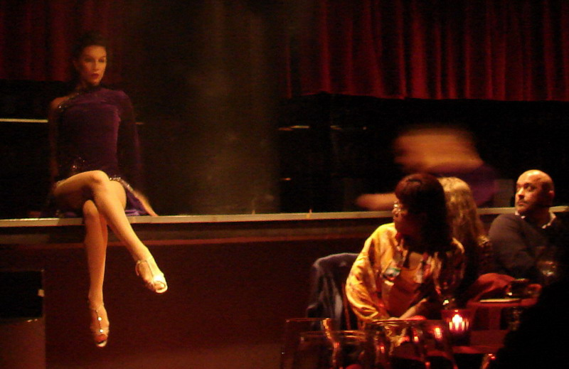 Rojo Tango Show performance beside public