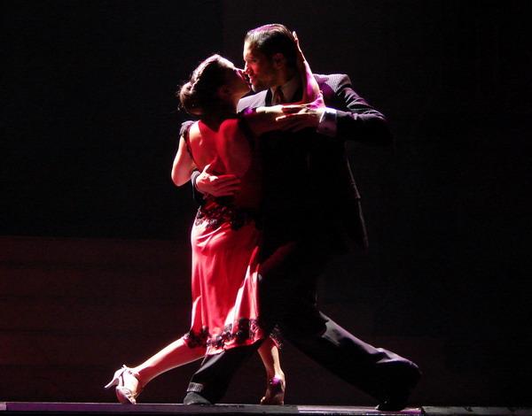 tango-portenho-show-de-tango-em-buenos-aires-casal-de-tango-estilo-tradicional