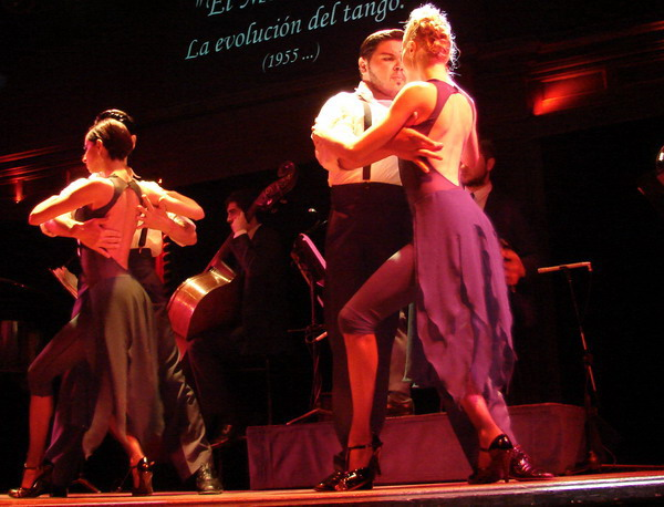 el-querandi-tango-show-buenos-aires-the-world-champions-dancing-at-the-venue